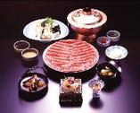 国産牛しゃぶ食べ放題コース8,100円より 先付、御椀、刺身、季節の一品、国産牛しゃぶ食べ放題(国産牛リブロース・野菜盛合わせ)きしめん、デザート