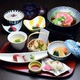 【ランチ限定】お造りとにぎり寿司、牛すき焼き小鍋入り『月亭御膳』
