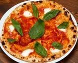 こだわりの食材と生地を使用した種類豊富なピッツァ♪
