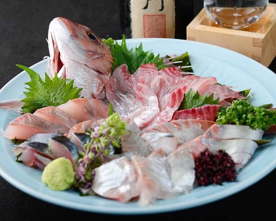 マスターが厳選したその日おすすめの新鮮なお魚をお造りで!