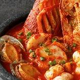 <石鍋海鮮チゲ>魚介の旨味がたっぷりのたまらない味♪