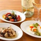 ワインのお供にピッタリなタパスも種類豊富にご用意しています