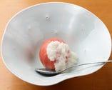 フルーツトマトは、玉ねぎのドレッシングでさっぱりといただく
