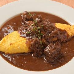 ●フォアグラのオムレツ ~牛ほほ肉の味噌赤ワイン煮ソース~