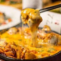 【1日5組限定:3H飲み放題付】「チーズタッカルビ」をメインに自家製ピザ含む 全7品 3799円⇒2799円
