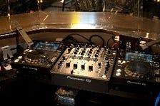 人気DJが毎晩盛り上げます!