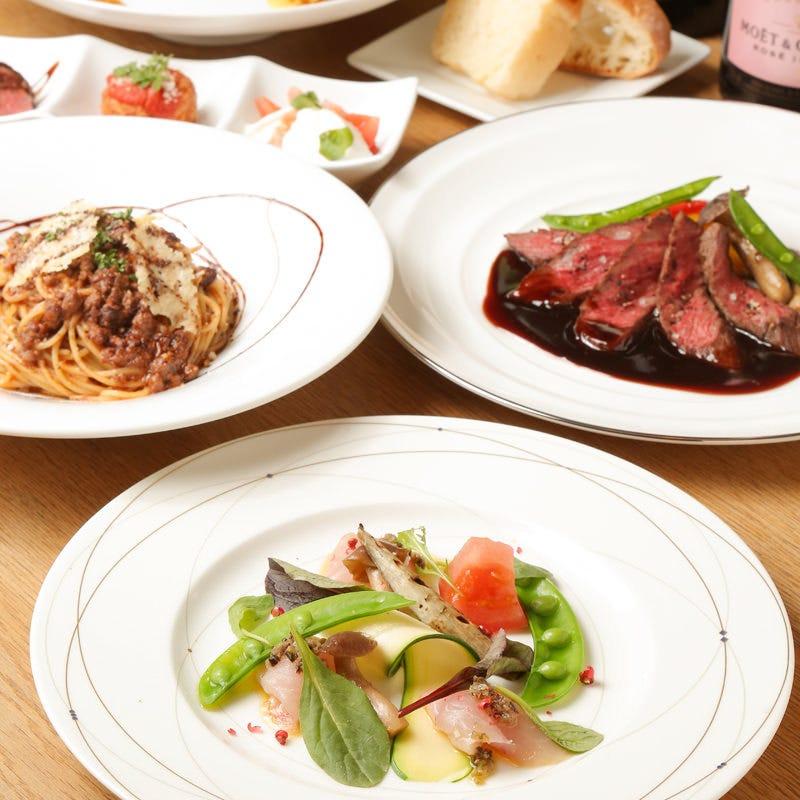 趣向を凝らした料理の数々。季節ごとに旬の食材を提供します。