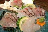 沖縄の色鮮やかなお刺身。新鮮だからこそ食べて頂きたい一品。