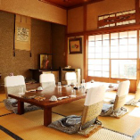 個室は大小合わせて5室ございます。大宴会場は60名様まで可能。
