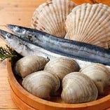 足立市場で買い付ける新鮮な魚介類