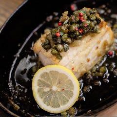 カジキマグロのムニエル クリスピーケイパーと香味野菜のフリット