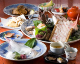 会席ではいか活造り他 厳選素材を使ったお料理をお楽しみ下さい
