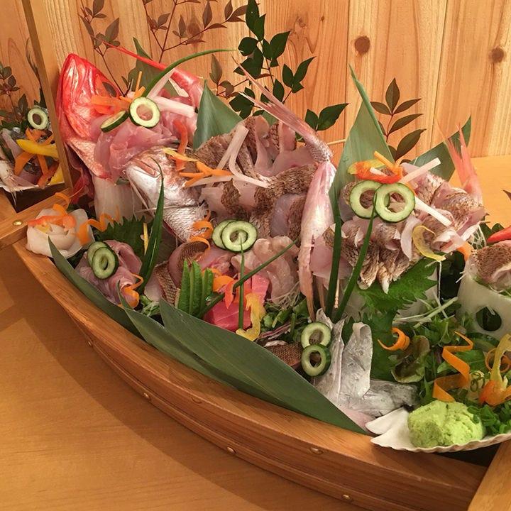 【2.5時間飲み放題付】大漁!豪華舟盛!釣りたて鮮魚と熟成魚を贅沢に味わう宴会コース〈全8品〉