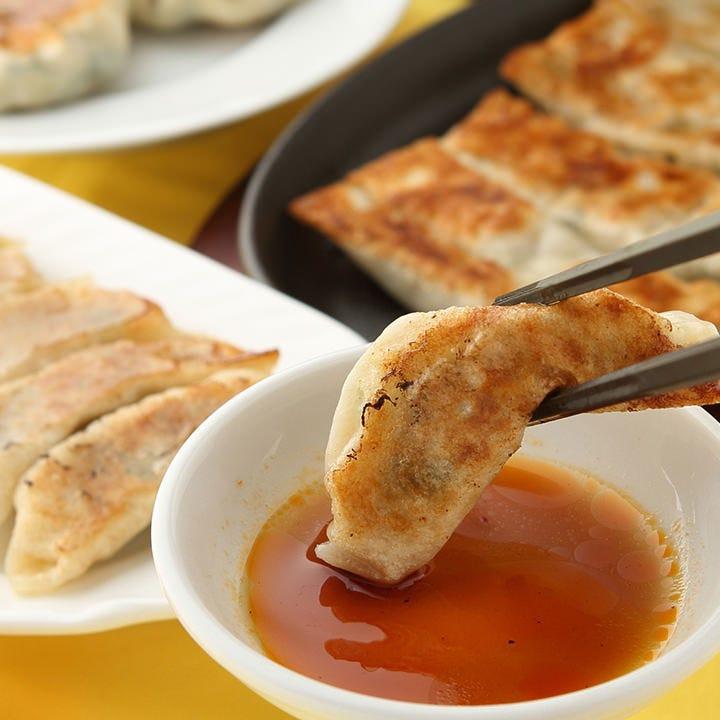 10種類以上の味わいを楽しめる、皮も餡も手作りの餃子
