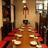 6名様×4テーブル、4名様×5テーブル、2名様テーブル、5名様カウンターがあるため、席のレイアウトも幅広くご対応