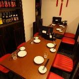 4名様テーブル×5があり、仕事帰りのお集まりから仲間内での飲み会でのお食事に最適