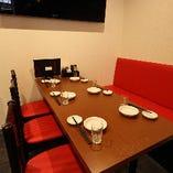 店内右奥の6名様テーブルは、世代を問わずご利用いただきやすい席