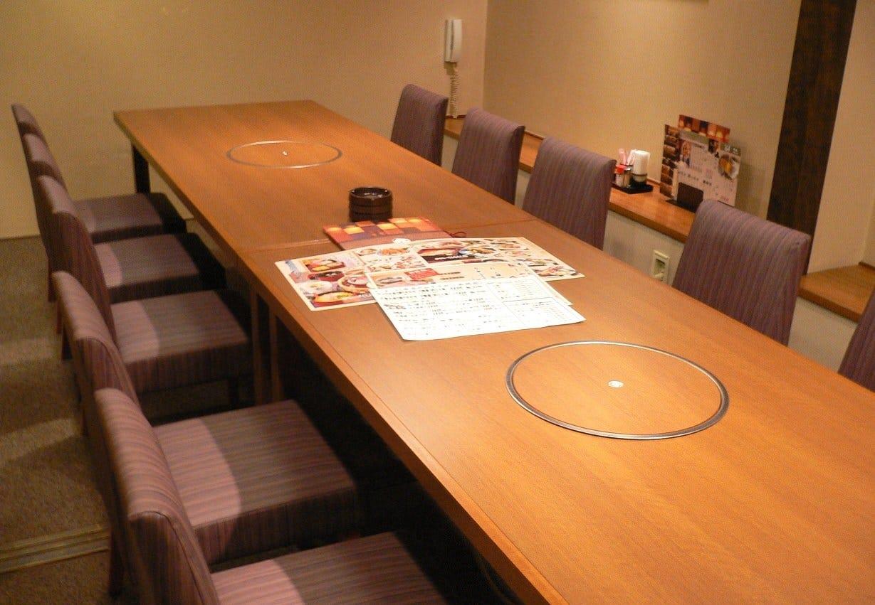 24名様まで対応できるテーブル個室