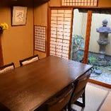 庭が見える個室です。京情緒を味わえるお席です。