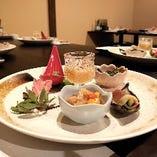 富一の前菜5種盛り合わせは旬の食材を楽しめるコース限定の1品。