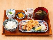■定食はもちろん一品料理も充実!