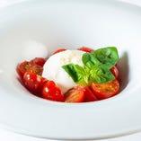 イタリア産ブッラータチーズと熊本県産チェリートマトのカプレーゼ