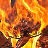 新鮮な名古屋コーチンモモ肉を、炭火焼き噛めば噛むほど癖になる