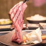 沖縄県産和牛カルビのすだれカット。極上の旨味をぜひ。
