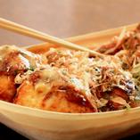 北海たこ焼き。一番人気の塩マヨネーズ、日高昆布醤油・定番のソース甘ダレの3つの味をご用意!450円