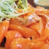 羅臼産天然秋鮭のトロサーモン丼