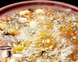 すっぽん鍋は醤油仕立て ニンニクが入りスタミナ満点