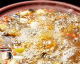 浜名湖産すっぽんコース ※すっぽん丸々一杯を使っています。だからスープが濃厚。スープもたっぷり ◇すっぽん鍋・にこごり・すっぽん刺身 きも こぶくろ・白子かたまご◇生き血・ひすい酒◇雑炊又はすいとん 当店1オシのお手製コチジャン入りの納豆うどんから選べます。(のり、梅のたたき付き)