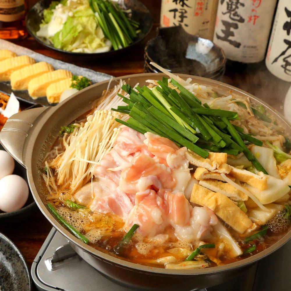 ぷりぷり!ホルモンがたっぷり、旬野菜、豚肉盛りの特製出汁の鍋
