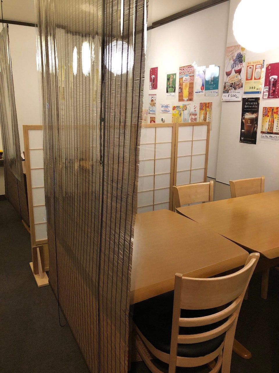 1階テーブルとイス