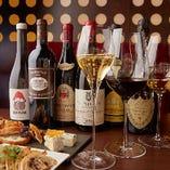 世界各地から集めたワインは200種類600本以上を店内に常備