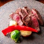 シンプルにお肉本来の味を楽しむ神戸牛の赤身ステーキは絶品