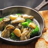広島産かきと季節野菜のアヒージョ