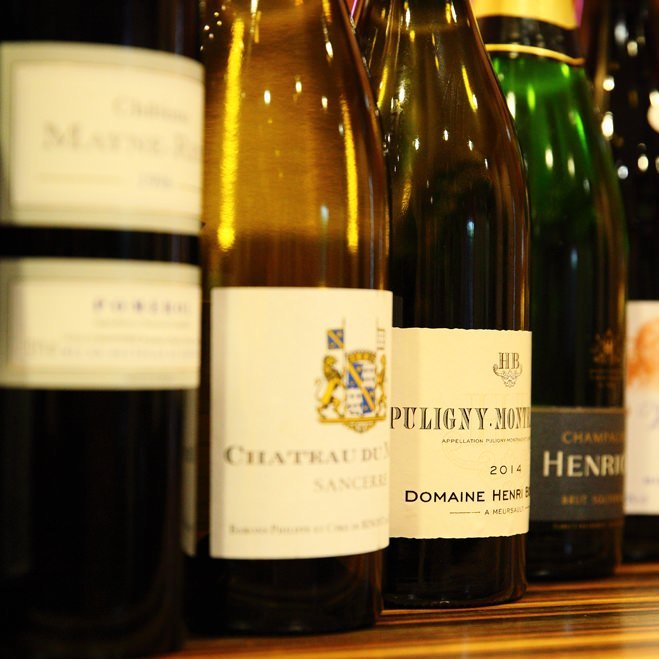 ワインの資格を持つ女将が厳選したシャンパンやワイン。