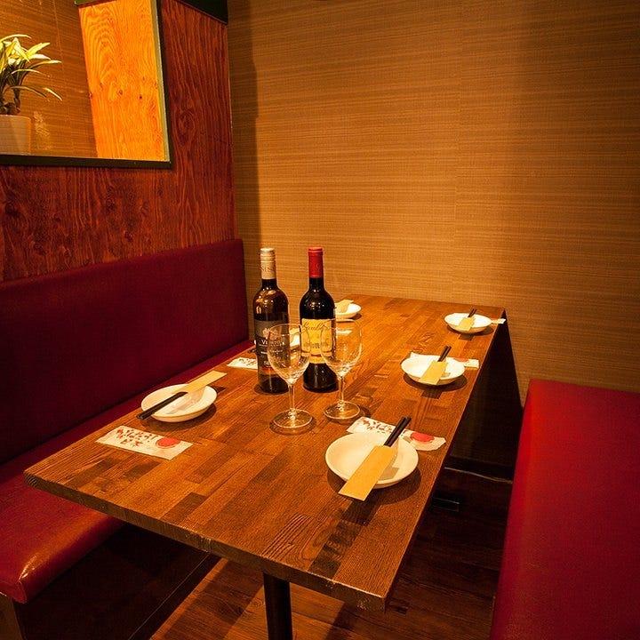 おしゃれな個室で楽しむ肉&チーズ