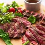厳選肉に舌鼓。口いっぱいにお肉の旨味が広がります◎