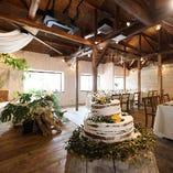 結婚式の2次会にも人気の空間です。近年流行のボタニカルウェディングはいかがでしょうか?
