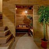 1階には2~5名様までご利用いただける個室も完備