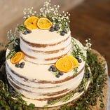 ウェディングには自然を意識した華やかなケーキのご用意も可能です