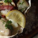 牡蠣のコンフィ 鴨の生ハムとポロ葱のマリネ