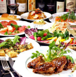 コース料理は週替りでベースを考え、その日の食材を使って日々献立!まずは、今お客様に届けたい旬味をピックアップし、その食材を活かせる調理を。そして、より美味しく楽しんでいただけるようご提供の流れにもこだわっています♪また、華やかな盛り付けで、最後まで期待感を持ってお過ごしいただけるよう演出しています。