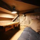 【ソファー席 2名様まで】ワクワクが止まらない、階段下の隠れ家空間
