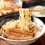 炙り味噌と背脂醤油のこだわり満載の黄金屋ラーメン【栃木県】