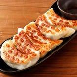 大満足の食べ応え!黄金屋自慢の特製ジャンボ餃子【栃木県】