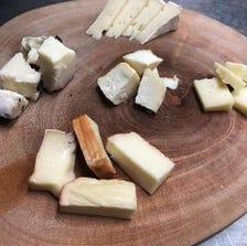 ワインのお供に豊富なチーズ