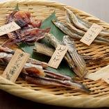 干物の種類豊富にご用意!!人気の5種盛りで日本酒をクイッとどうぞ♪